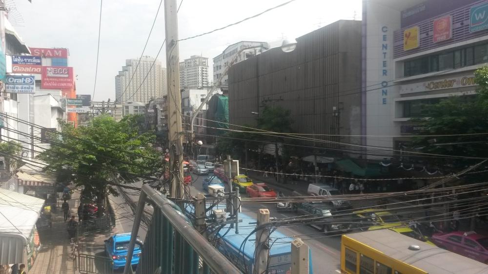 road to boat noodle alley, de weg naar de boot noedels van Victory Monument