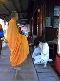 amphawa monnik