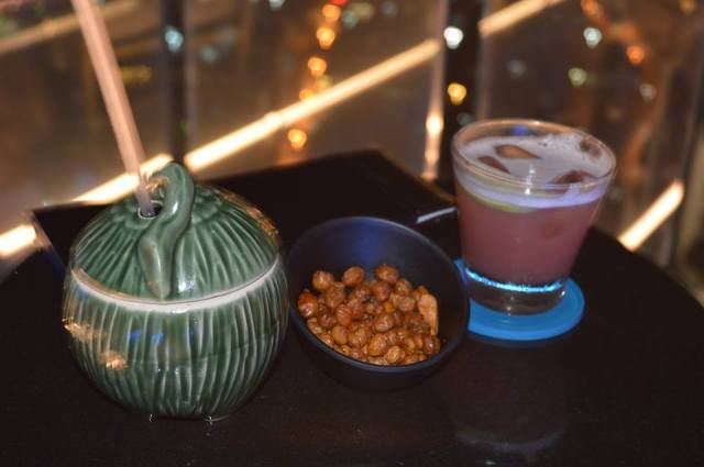 Cocktails in Octave Rooftop Bar, Bangkok, Thailand, Zuid Oost-Azië