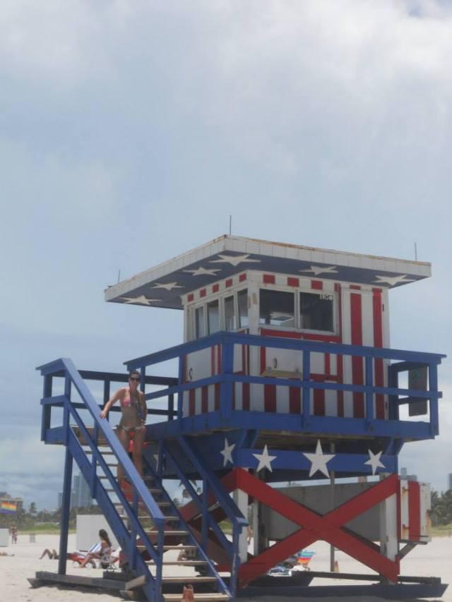Reddershuisje met beach babe in Miami Beach, Florida, Verenigde Staten