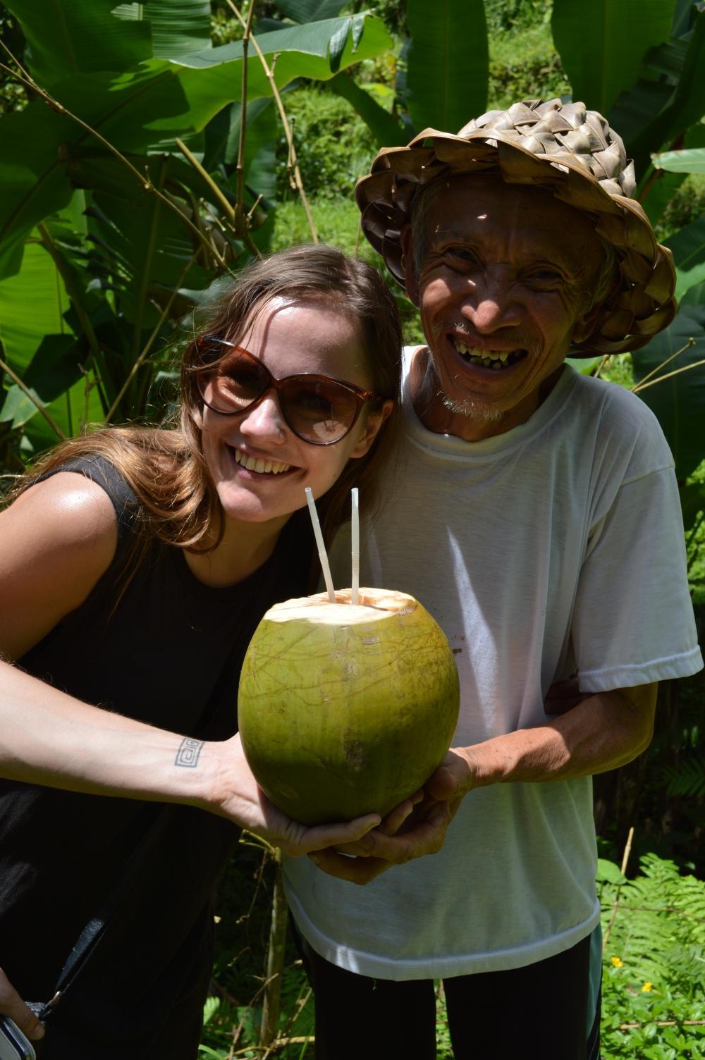 Verse kokosnoot in de rijstvelden rond Ubud in Bali, Indonesiê, Zuid Oost-Azië