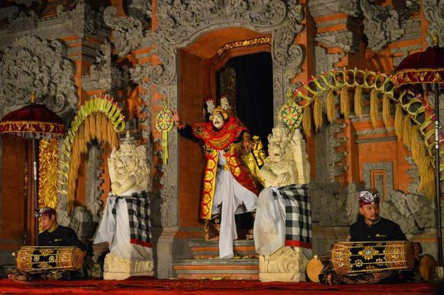 traditionele dansshow in Ubud Palace, Ubud, Indonesië, Zuid Oost-Azië