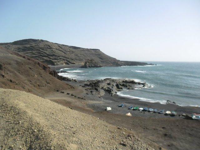 Wandelen langs het prachtige landschap van Lanzarote, op weg naar Lago Verde, Lanzarote, Canarische eilanden