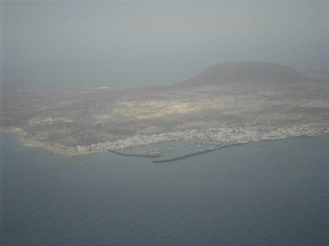 La Graciosa, het kleinere eiland naast Lanzarote, gezien vanui de Mirador del Rio in Lanzarote,, Canarische eilanden, Spanje