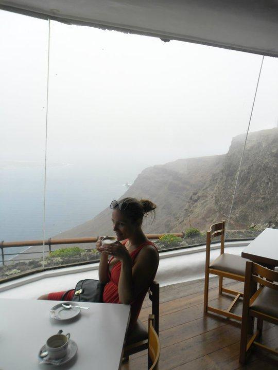 Koffie in Mirador del Rio bar Lanzarote Canarische eilanden Spanje