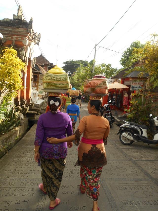 Stoet van een traditionele ceremonie in Ubud, Bali, Indonesië, Zuid Oost-Azië
