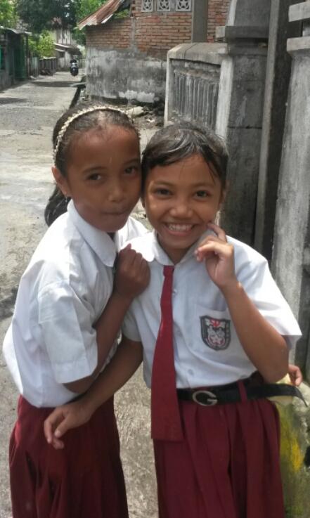 Vrolijke schoolmeisjes in Tetebatu, Lombok, Indonesië, Zuid Oost-Azië