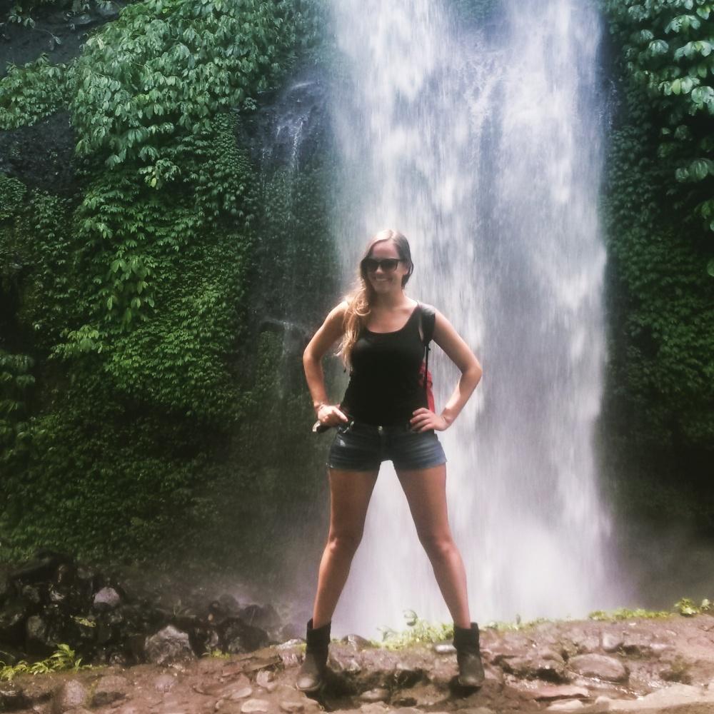 Mijn innerlijke Lara Croft loslaten bij de Senaru watervallen ;-) Lombok, Indonesië, Zuid Oost-Aziê