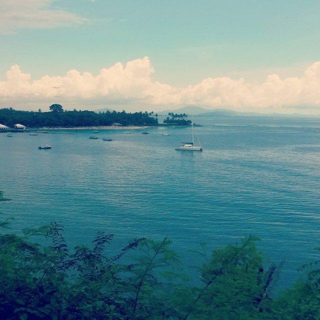 De prachtige kust van vissersdorpje Senggigi, Lombok, Indonesië, Zuid Oost-Azië